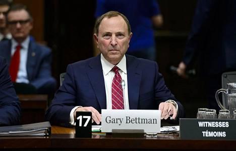 Komissaari Gary Bettman edustaa 31 omistajaa.