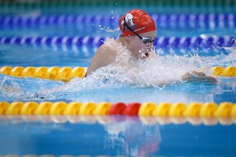 Hulkko keskittyy tällä hetkellä täysillä uintiin, vaikka uintiuran jälkeistä elämää varten on jo otettu askeleita opintojen muodossa. Kuva lyhyen radan SM-uinneista joulukuulta 2019.