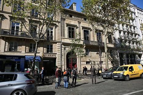 Hotel de Pourtales on erittäin suosittu todella rikkaiden ja julkkisten keskuudessa. Rakennuksen asunnoissa on majoittunut esimerkiksi Madonna, Prince ja Leonardo DiCaprio.