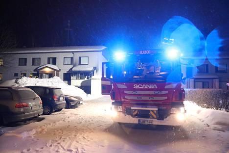 Paloa oli sammuttamassa kymmenen pelastuslaitoksen yksikköä.