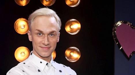 Christoffer Strandberg jakoi Suomen asiantuntijaraadin pisteet Tel Avivin euroviisuissa.