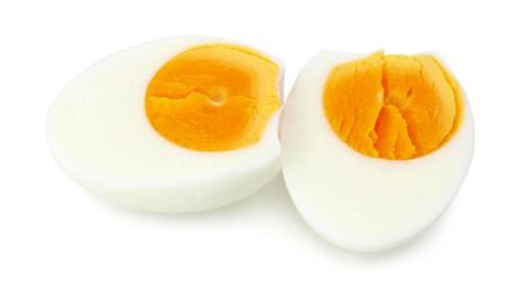 Testasimme: Näin kuorit kananmunan yhdellä kädellä muutamassa sekunnissa!