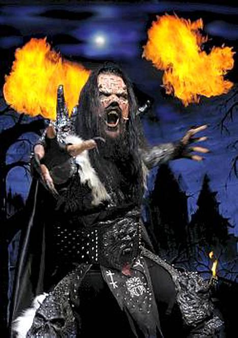 Mr. Lordi eli Tomi Putaansuu aikoo juhlia menestysvuotensa viimeistä päivää mökillään ja räiskyen.