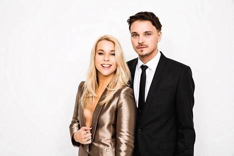 Krista Siegfrids ja Roope Salminen juontavat Uuden musiikin kilpailun suoran karsintalähetyksen.