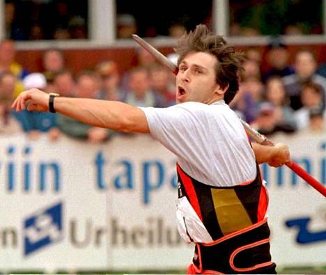 Kuvassa Jan Zelezny Kuortaneella 1996, jolloin hän pesi muut heittämällä tuloksen 91,04.