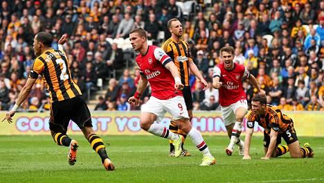 Lukas Podolski juhli maalia, kun Arsenal voitti Hullin 20. huhtikuuta Valioliigassa 3–0. Cupin loppuottelusta pohjoislontoolaiset tuskin selviytyvät yhtä helposti voittajaksi.