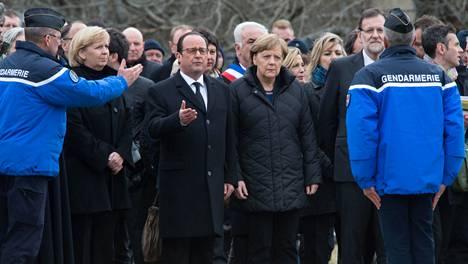 Francois Hollande, Angela Merkel ja Mariano Rajoy saapuivat keskiviikkona onnettomuuspaikan lähettyville.