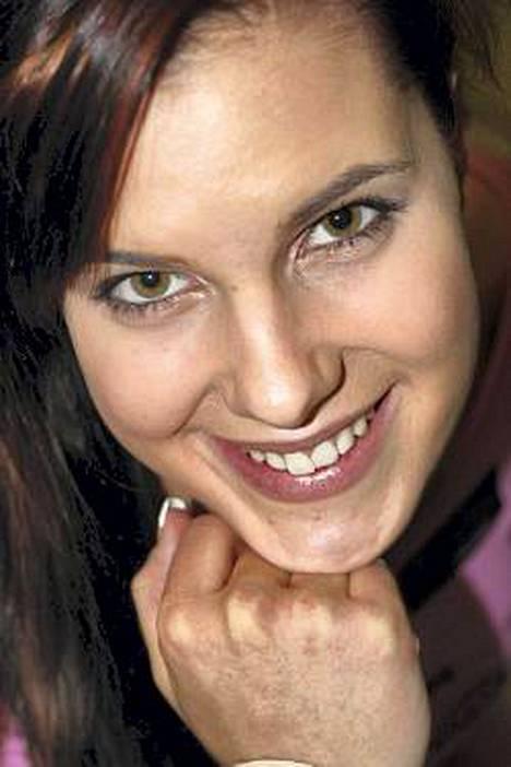 Ida ottaa Miss Suomi 2007 -kilpailussa loppukiriä.
