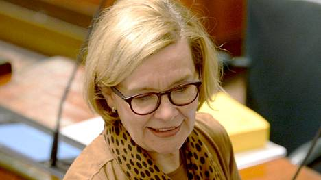 Eduskunnan entinen puhemies, kansanedustaja Paula Risikko (kok) ei osallistu Linnan juhliin.