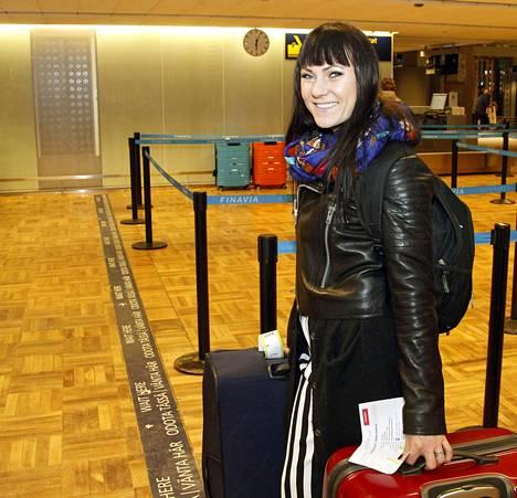 Mira Luoti kertoi, että hänen matkalaukkuihinsa oli kertynyt hieman liikaa painoa.