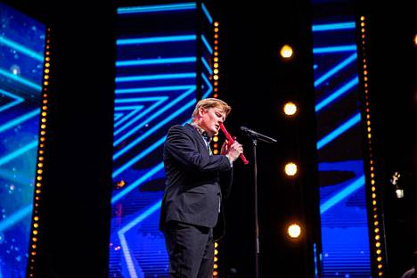 Mikko esitti Talent Suomen avausjaksossa What a Wonderful World -kappaleen.