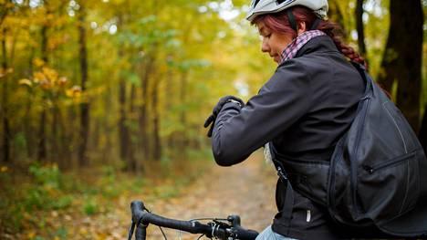 Nykysuositusten mukaan aikuiselle vähimmäismäärä liikuntaa viikossa terveyshyötyjen saamiseksi on 2 tuntia 30 minuuttia reipasta liikkumista tai 1 tunti 15 minuuttia rasittavaa liikkumista.