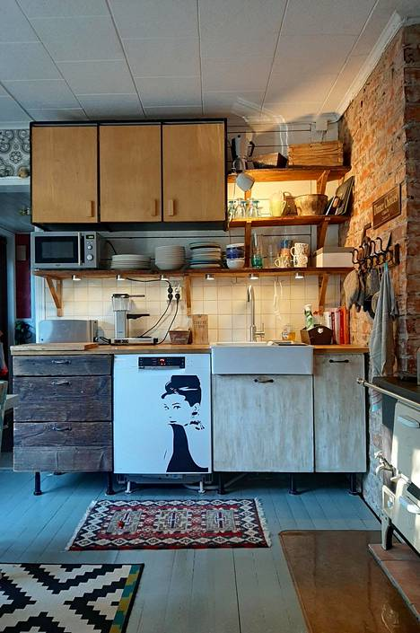 Keittiön katseenvangitsija on mustavalkoinen sisustustarra.