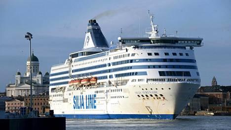 Tallink Siljan alus Silja Serenade Helsingin edustalla 15. maaliskuuta 2020.
