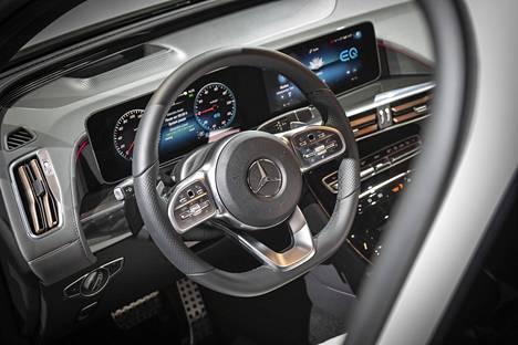 EQC ei merkitse valtavaa mullistusta ohjaamossa: tämä näky voisi olla ilmastoinnin suuttimia lukuun ottamatta mistä tahansa uudesta Mercedes-Benzistä.