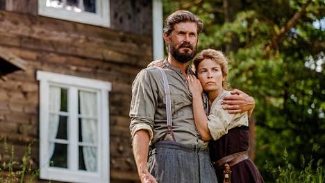 Tommi Korpela nähdään elokuvan jokaisessa kohtauksessa Jussi Ketolan roolissa. Miehensä Neuvostoliittoon menettävää vaimoa Sofiaa näyttelee Irina Björklund.