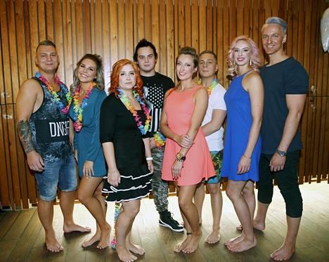 Neljä paria testaa suhdettaan Temptation Island Suomi -sarjassa. Vasemmalta Eveliina ja Daniel, Noora ja Markus, Minna ja Sammy ja Vilma ja Elias.