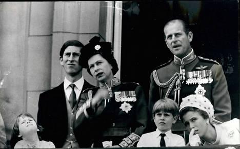 Prinssi Charles, kuningatar Elisabet ja prinssi Philip vuonna 1970.