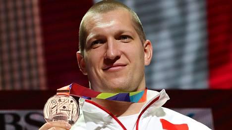 Puolan Wojciech Nowicki sai moukarissa ylimääräisen pronssin.