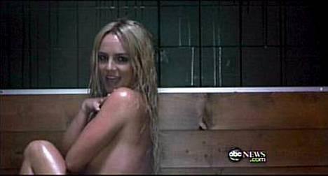 Viime vuosina lähinnä sekoilujensa takia otsikoissa ollut laulaja on Womanizer-videolla jälleen huippukunnossa.