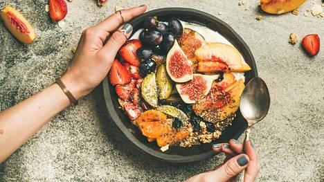 Runsaasti marjoja, hedelmiä, juureksia ja vihanneksia sisältävä ruokavalio on verenpaineellekin hyväksi. Aloita vaikka lisäämällä kourallinen kasviksia joka aterialle.