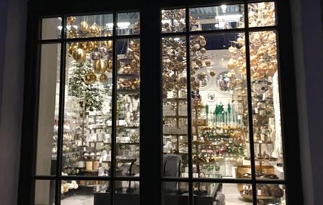 Sisustuskauppa Shishin valikoimista löytyy joulukoristeita moneen makuun.