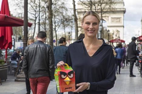 Rovion toimitusjohtaja Kati Levorannalla riitti aihetta hymyyn keskiviikkona Pariisissa, jossa lanseerattiin uudet Angry Birds -hampurilaispakkaukset.