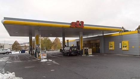 Yksi ST1:n jakeluasemista sijaitsee Kirkkoväärtinkujalla Raisiossa.
