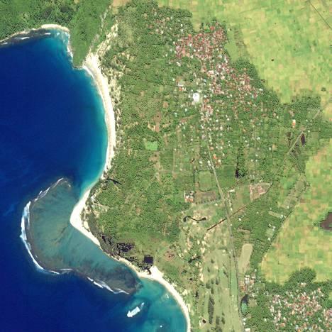 Ennen tsunamia: Acehin rannikko Sumatran pohjoisosassa satelliittikuvassa, joka on otettu tammikuussa 2003.