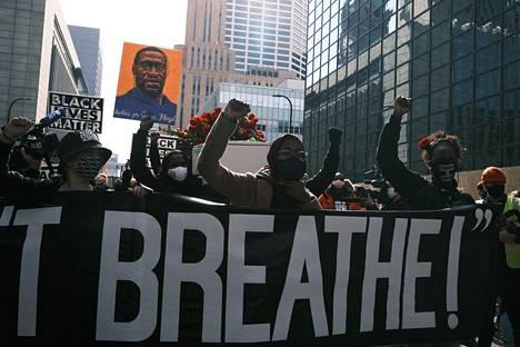 Mielenosoitukset tapauksen johdosta jatkuivat sunnuntaina Minneapolisissa.