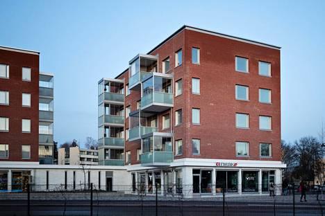 Tammiontie 1 A-talossa on viisi kerrosta. Ilmanvaihtoon liittyvien ongelmien vuoksi ravintolan hajut leviävät useisiin ravintolan yläpuolella oleviin asuntoihin.