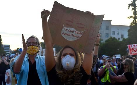 Mielenosoituksia järjestettiin myös Pasadenan kaupungissa. Kaupunki sijaitsee Los Angelesin piirikunnassa, Kalifornian osavaltiossa. Kuva on otettu 31.5.2020.