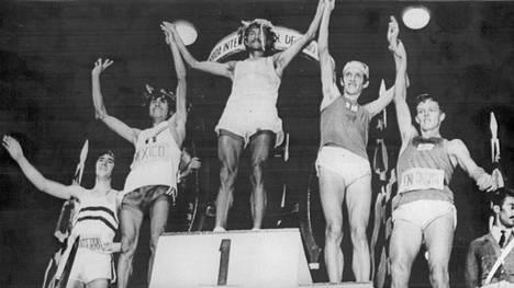 Vuodenvaihteessa 1972–1973 Tapio Kantanen (oik.) oli São Paulossa viides. Kolumbian Victor Mora voitti, Pekka Päivärinta oli kolmas.