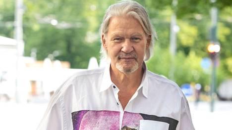 Irlantilaislaulaja Johnny Logan saapui Suomeen keskiviikkona ja lähtee keikkojensa jälkeen takaisin sunnuntaina.