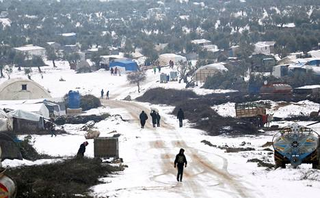 Lumipeitettä Azazissa Aleppossa Syyrian pohjoisosassa.