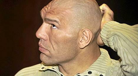 Valujev on pisin (213 cm) ja painavin (140 kg) nyrkkeilyn maailmanmestari kautta aikojen.