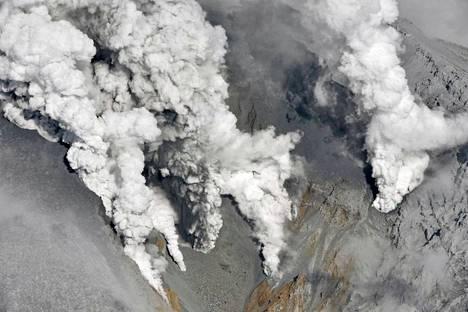 Keski-Japanissa seitsemän vuoden tauon jälkeen purkautuvan Ontake-tulivuoren pelätään aiheuttavan lisää loukkaantumisia.