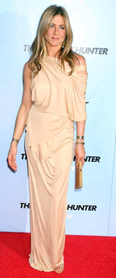 1. Jennifer Aniston säteili Donna Karanin puvussa.
