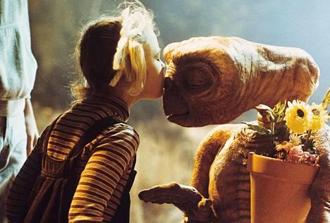 Drew nousi tähdeksi jo pikkulapsena esiinnyttyään 80-luvun ikisuosikissa, E.T.-elokuvassa.