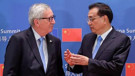 Euroopan komission puheenjohtaja Jean-Claude Juncker ja kiinan pääministeri Li Keqiang keskustelivat huippukokouksen yhteydessä Brysselissä tiistaina.