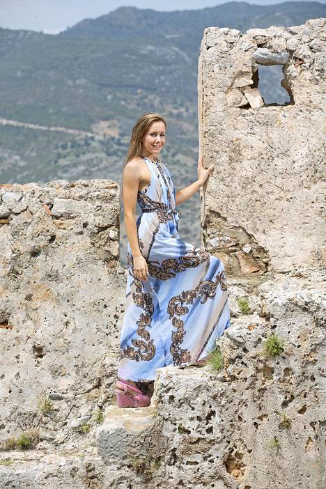 Jasmin kuvattuna Miss Suomi -finalistien kuvausmatkalla Turkin Alanyassa 2014.