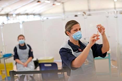 Britannia saa Oxfordin yliopiston ja AstraZenecan rokotteita tälle markkina-alueelle rakennetusta toimitusketjusta. Euroopan unionin toimitukset sen sijaan eivät toimi odotetusti.
