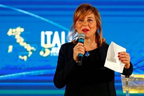Italian terveysministeri Giulia Grillo edustaa Viiden tähden liikettä, joka muodostaa maan populistihallituksen yhdessä Lega-puolueen kanssa.