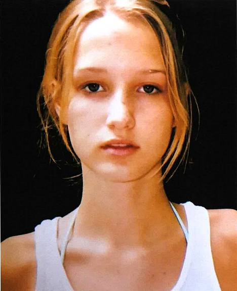 """""""Jane Doe 15"""" asianajajatoimiston uutistoimistoille välittämässä nuoruudenkuvassa."""