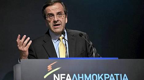Uusi Demokratia -puolueen johtaja Antonis Samaras puhui puolueensa maahanmuuttopolitiikasta tiistaina.