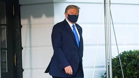 Donald Trump siirtyi Valkoisesta talosta Walter Reedin sotilassairaalaan 2. lokakuuta.