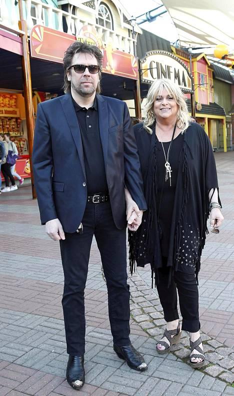 –Kesällä otan keikkojen suhteen hieman rauhallisemmin, laulaja Marion sanoi rinnallaan miehensä Kalle Munck.