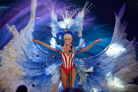 Miss USA Nia Sanchez oli pukeutunut paljastavaan korsettiin.