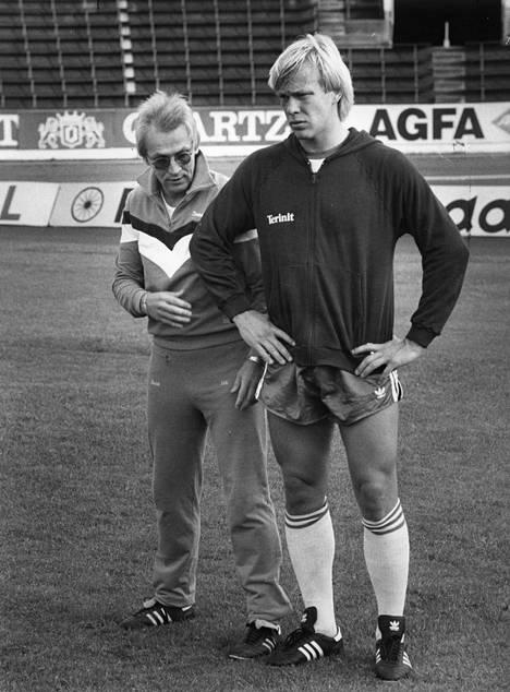 Tässä kuvassa Jallu Rantasella on kuivat housut. Rantanen Martti Kuuselan kanssa vuonna 1985.
