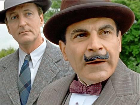 Hercule Poirot yrittää estää järvimaisemissa muhivan murhasuunnitelman toteutumisen.
